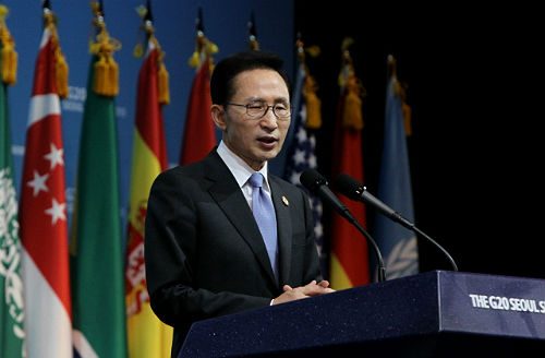 President Lee Myung-bak holds a press conference following the conclusion of the Seoul G-20 summit on November 12, 2010 (photo courtesy of Cheong Wa Dae).