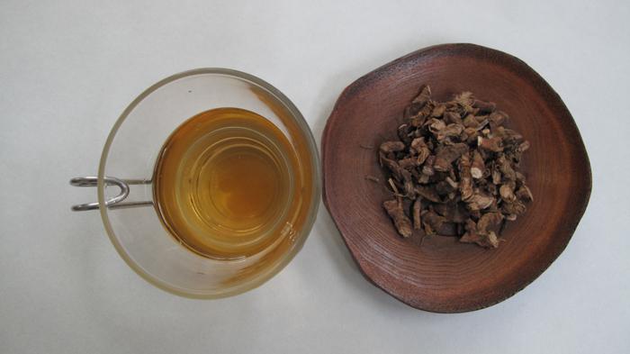 <i>Seokchangpo</i> tea and dried <i>seokchangpo</i> root (image courtesy of the Rural Development Administration)