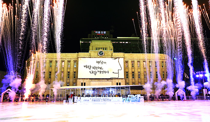 Fireworks are launched to commemorate the opening of the ice rink at Seoul Plaza in front of City Hall on December 16. (Photo: Jeon Han)