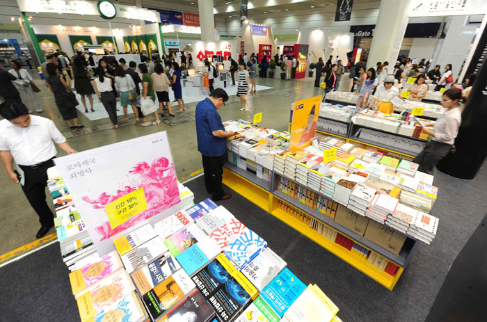 A total of 369 publishers from 23 countries have erected 610 booths to greet visitors at this year's book fair, which will take place from June 18 to 22 at COEX in southern Seoul. (photos: Ministry of Culture, Sports and Tourism)