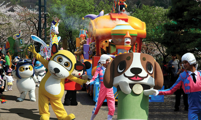"Seoulland hosts various cartoon characters in its ""Animation Character Festival"" this spring. (photo courtesy of Seoulland)"