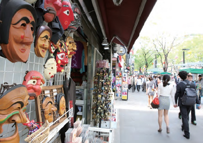 Insa-dong. One of the most popular destinations among foreign tourists in Seoul, the district is packed with antique shops, art galleries, craft workshops, traditional teahouses, restaurants and bars.