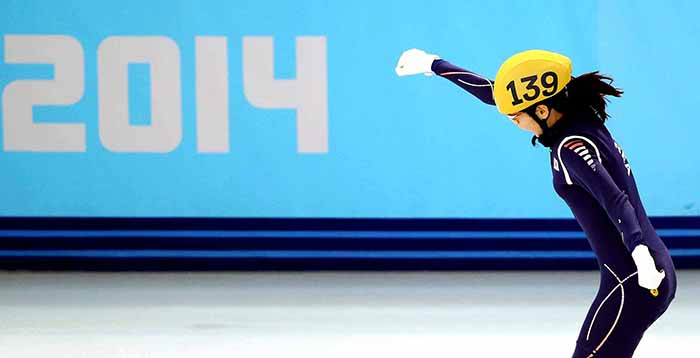 Shim Suk-hee celebrates as their gold was confirmed in the ladies' 3,000 meter short track relay at the Sochi Olympics on February 18. (photo courtesy of the Korean Olympic Committee)
