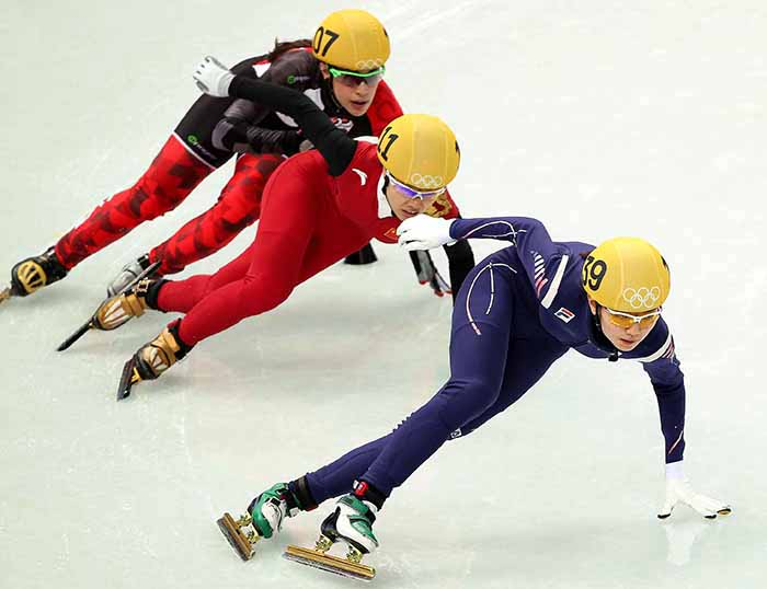 Shim Suk-hee returns to the lead in the ladies' 3,000 meter short track relay at the Sochi Olympics. (photo courtesy of the Korean Olympic Committee)