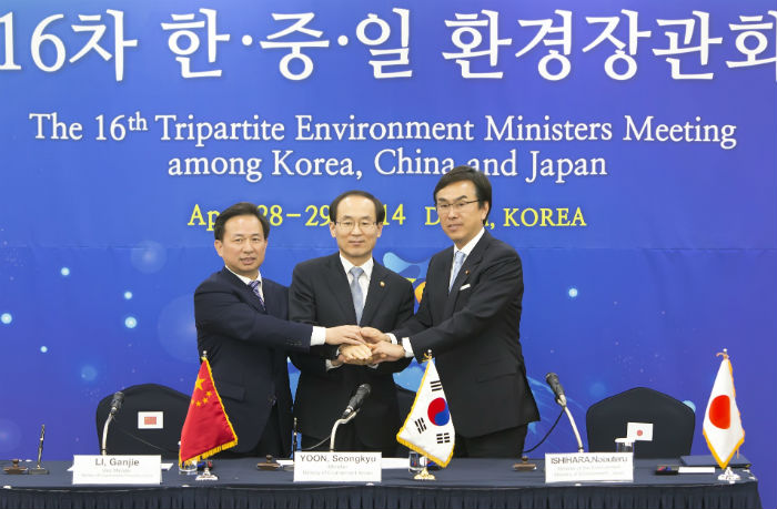 S Korean foreign minister open to meeting N Korean ...