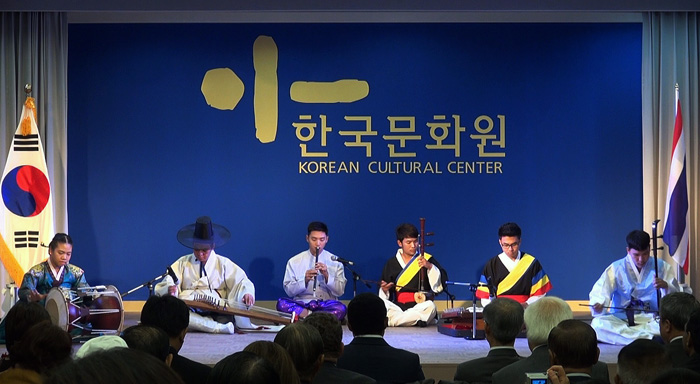 A group from an arts college under the Cultural Ministry of Thailand performs during an opening ceremony for the Korean Cultural Center Thailand which opened on July 4 (photo courtesy of the KCCT).