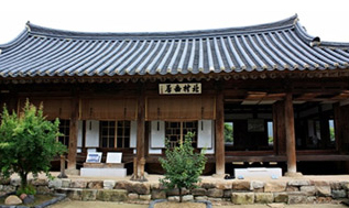 An old Hanok house in Hahoe Village in Andong, North Gyeongsang Province