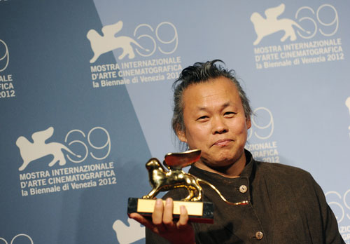 Director Kim Ki-duk's film Pieta became the first Korean film to receive the Golden Lion, the Venice Film Festival's highest honor. Above, Kim poses with his prize (photo: Yonhap News).