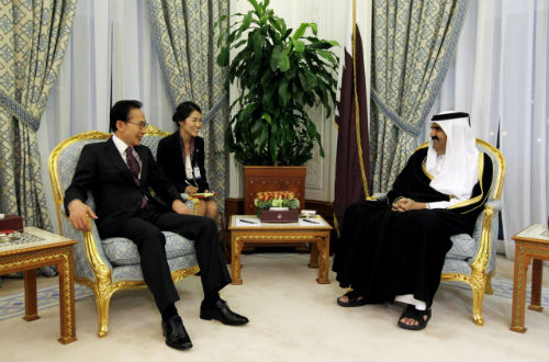 President Lee holds a summit with Emir of Qatar, Sheikh Hamad bin Khalifa Al Thani on February 9