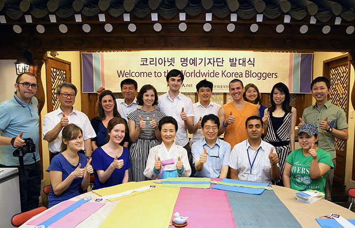 The Worldwide Korea Blog had a welcoming ceremony for its third team on July 19 (photo: KOCIS).