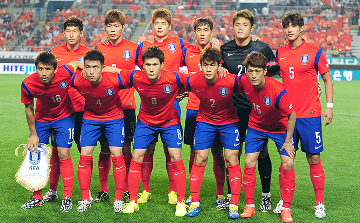 Korean national soccer players pose for a photo prior to the friendly with Tunisia on May 29. (photo: Jeon So-hyang, Ministry of Culture, Sports and Tourism)