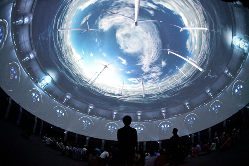 The dome-screen in the Korea Pavilion impresses Expo visitors who can feel as if they are deep undersea