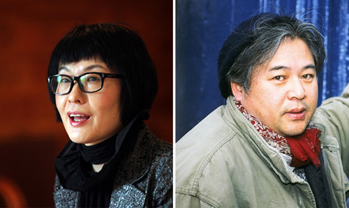 Poets Kim Hyesoon (left) and Hwang Ji-u 