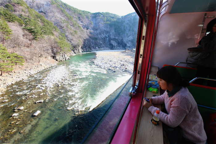 On-off glass windows of V-train offer travelers open views of the picturesque landscape (photo: Yonhap News).