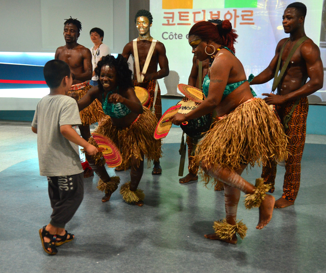Culture performances are regularly scheduled around the Yeosu Expo, such as this one by the Ivory Coast in the Atlantic Ocean Joint Pavilion.
