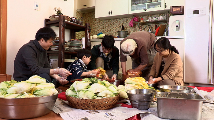 A family comes together to make kimchi. (photo courtesy of the CHA)