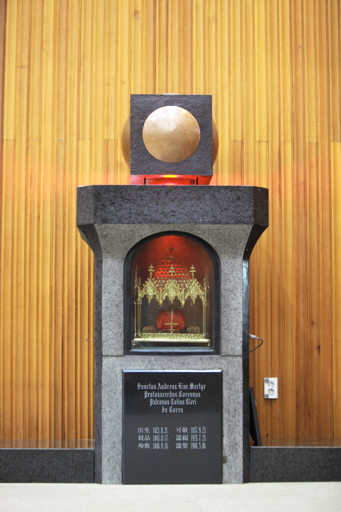 The remains of St. Andrew Kim Dae-geon (bottom) are kept at the Catholic University of Korea's Songsin Theological Campus Church. (photos courtesy of the Archdiocese of Seoul)