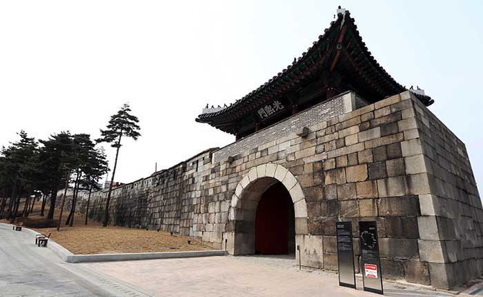 During times of persecution, the bodies of many martyrs were removed from Seoul through the Gwanghuimun Gate. (photo: Jeon Han)