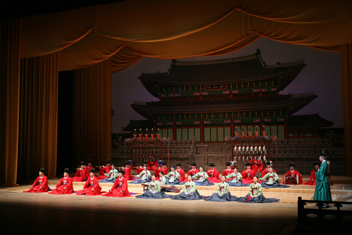 The Court Music Orchestra plays music composed in the Goryeo Dynasty and the Joseon Dynasty on dang piri, a traditional wind instrument (photo courtesy of the National Gugak Center).