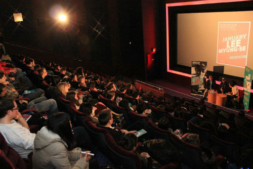 Korean film director Lee Myung-se participates in a Q&A session with audience members at the special screening on January 26 (Photo courtesy of the KCCUK).