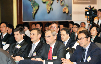 Representatives of foreign companies listening to a presentation by KOTRA at the Foreign Investment Forum hosted by KOTRA.