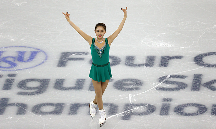 The list of 10 teams, including Korea, that will participate in the PyeongChang 2018 Olympic Winter Games figure skating team event is finalized on Jan. 12. The photo above shows Choi Dabin as she salutes the audience after finishing her short program at the ISU Four Continents Championships 2016, in Gangneung, Gangwon-do Province, on Feb. 16, 2017. (Korea.net DB)