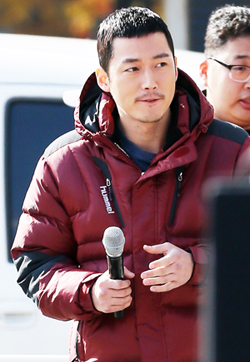 Korean actor Jang Hyuk attended the walking event to celebrate the ten million mark of foreign tourists to Korea (photo: Yonhap