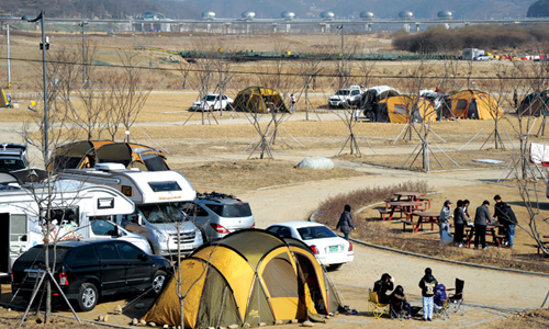 The auto-camping site along the Ipo Weir is one of four campsites currently in operation along the four rivers (photo: Weekly Gonggam).