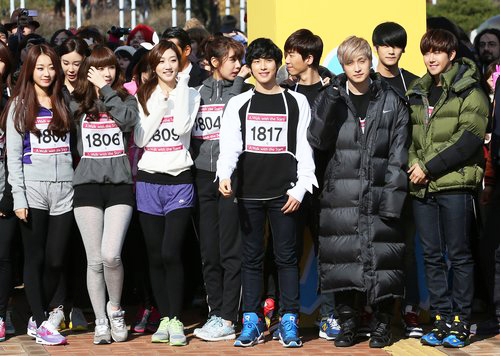 Korean stars, who took part in 'A Walk With the Stars' on November 17, count down the start of the competition (photo: Yonhap News