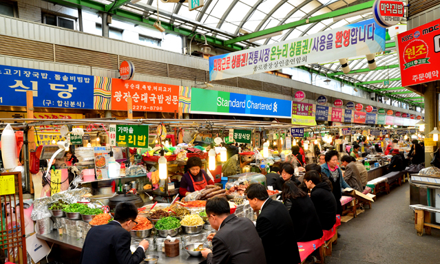 Most of Korea's traditional markets offer a diverse assortment of traditional foods and popular snacks .
