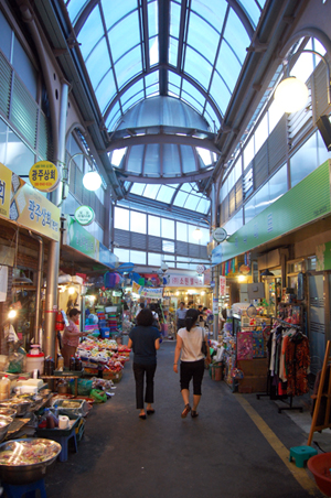 Tongin Market in Seoul is a popular destination for locals and tourists alike.