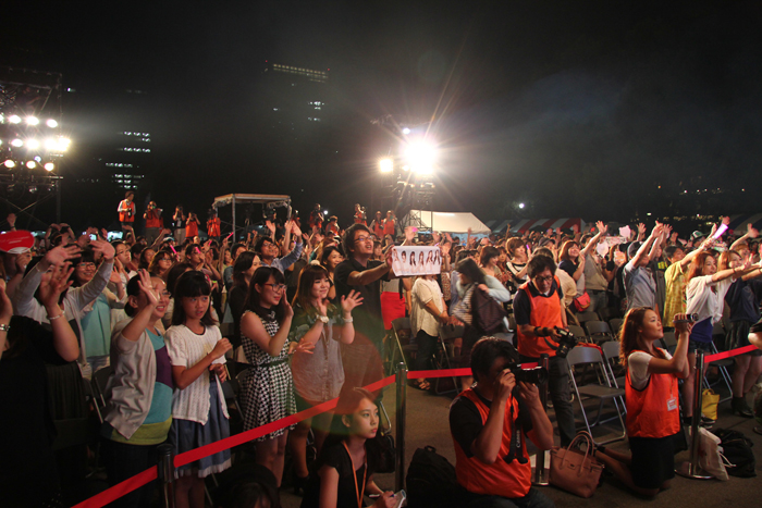 Japanese fans cheer for K-pop performances (photo courtesy of Korean Cultural Center in Tokyo).