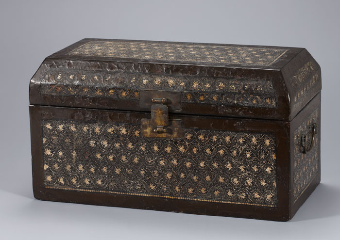 The mother-of-pearl Buddhist sutra box is from late Goryeo times.
