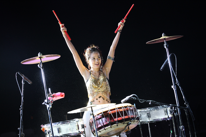 TAL's main percussionist Kim Mi-so shows off her powerful percussion skills (photo courtesy of SR Group).