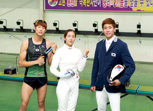 National athletes Hwang Wu-jin, Yang Su-jin, and Jeong Jin-hwa (from left) will be representing South Korea in the modern pentathlon event at the 2012 London Olympic Games.