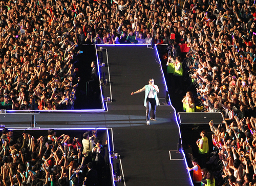 PSY's concert at Seoul City Hall on October 4 gathere around 100,000 people