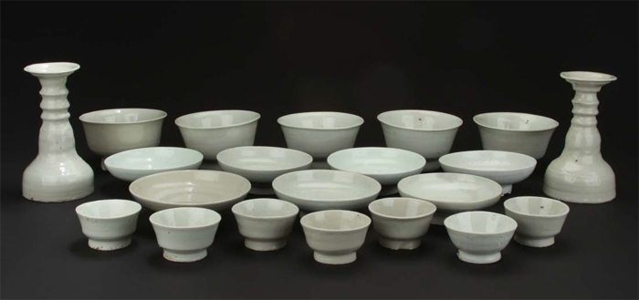 The porcelain found underwater off Taean County, Chungcheongnam-do (South Chungcheong Province), seems to have been produced between the late 18th and early 19th centuries.