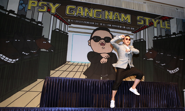 Korean pop star PSY performs his signature horse-riding dance at a press conference in Seoul on September 25 (photo: KOCIS).