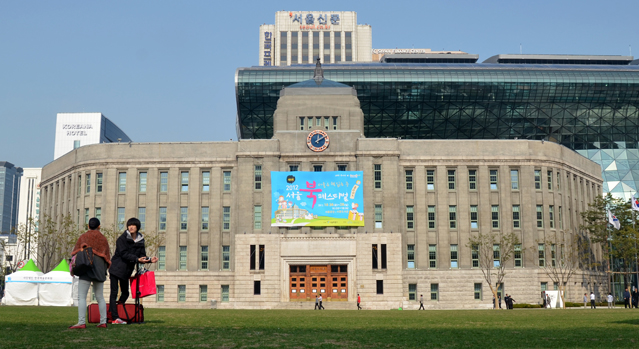 In front of Seoul City Hall is Seoul Plaza, a popular gathering spot and venue for numerous events and festivals.