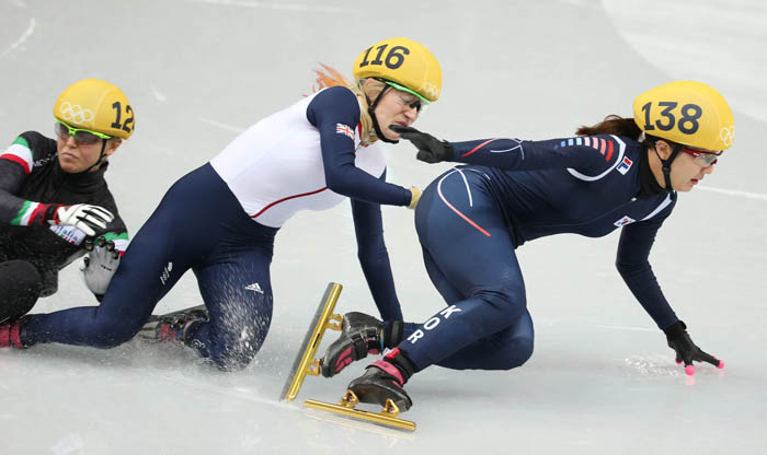 Park Seung-hi, wearing No. 138, is about to lose her balance after taking an early lead as she is hit from behind. (photo: Yonhap News)