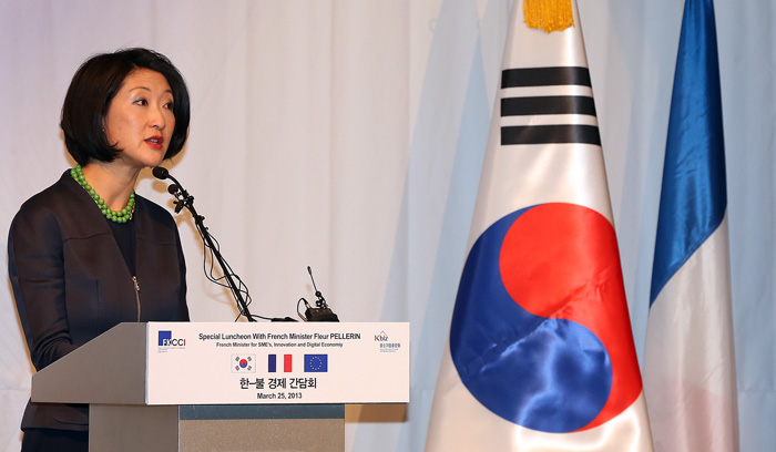 French Minister Fleur Pellerin gives a keynote address at a special luncheon held by the French Korean Chamber of Commerce and Industry at Novotel in Seoul on March 25 (photo: Yonhap News).