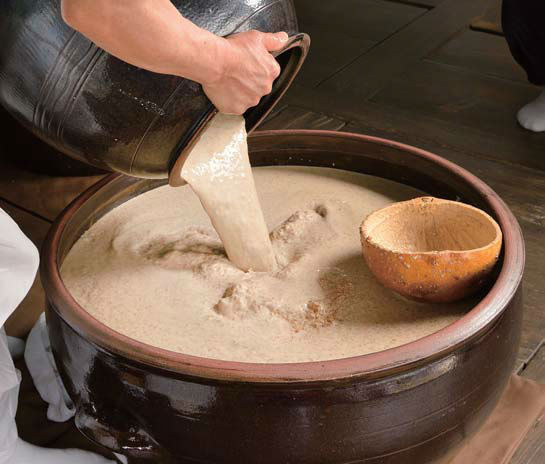 Making iyangju, a twice-fermented liquor