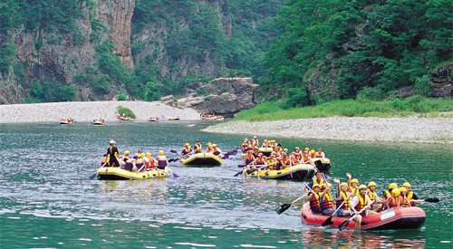 The Donggang and the Seogang are not only uncommonly beautiful but also ideal for rafing and other water recreation.l