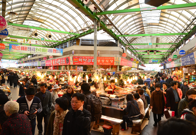 The food stands are most concentrated where the two corridors intersect.