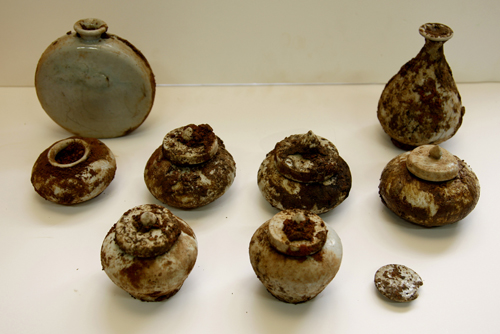 Excavation of the land underneath Pimatgol has uncovered several Joseon-era artifacts such as these (photo courtesy of Yonhap News).