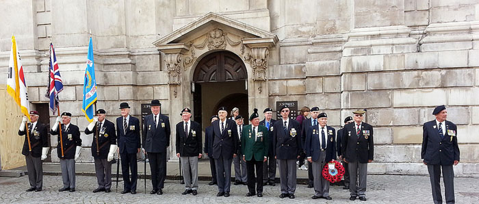 Korean War veterans prepare to lay a wreath at St. Paul's Cathedral (photo courtesy of KCCUK).