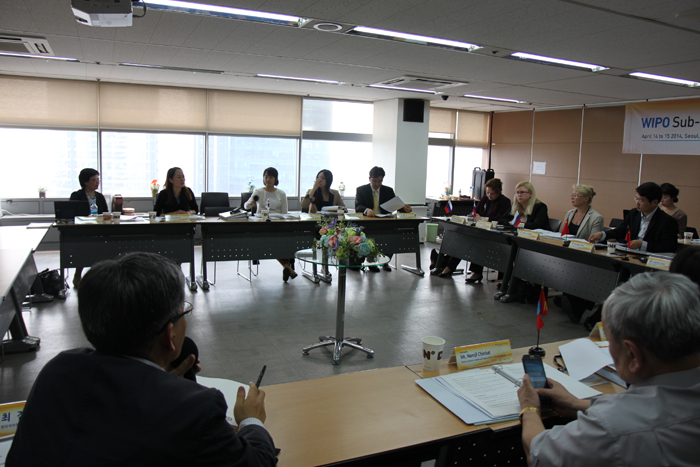 <br /> Participants in the workshop discuss copyright regulations in their countries and ways to cooperate. (photo courtesy of the MCST)<br />
