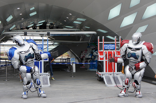 Humoro robots dance for visitors in front of the Hyundai Motor Pavilion (photo courtesy of the Expo 2012 Yeosu Korea Organizing Commitee).
