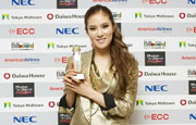 Gummy wins K-pop new artist award at Japan billboard aw...