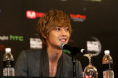 Kim Hyun Joong, DBSK Certified Gold in Japan